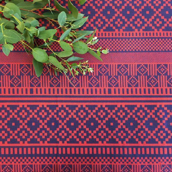 Nappe Licq corail rouge et bleue linge basque