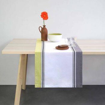 chemin de table linge basque d'origine controlee par l'indication géographique. Fait entièrement en Béran, le linge de table Moutet est le cadeau idéal pour faire connaitre le sud ouest de la france