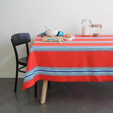 linge basque indication géographique. Tissage moutet fabrique à orthez le véritable linge basque aux rayures traditionnelles revitées par des couleurs vives. Décoration style basque.