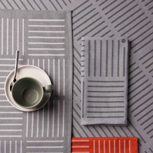 Linge basque design en collaboration avec samuel accoceberry une collection linge de table avec nappe et serviettes assorties made in bearn