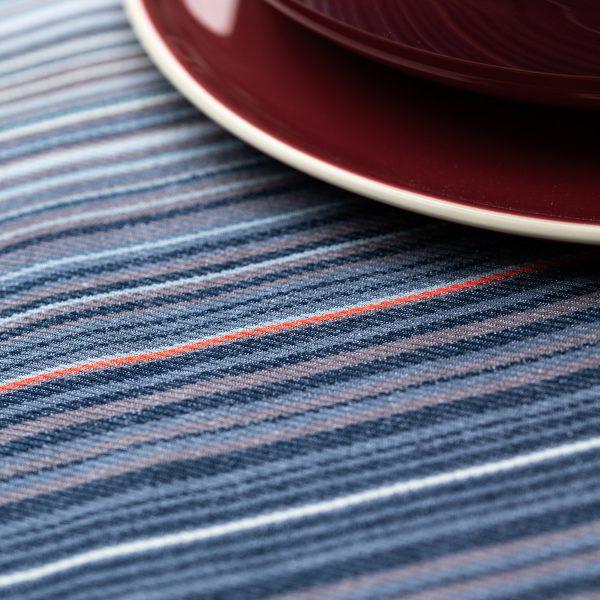 detail du rythme des lignes qui composent la nappe lerroa. une creation en collaboration avec le designer Samuel Accoceberry