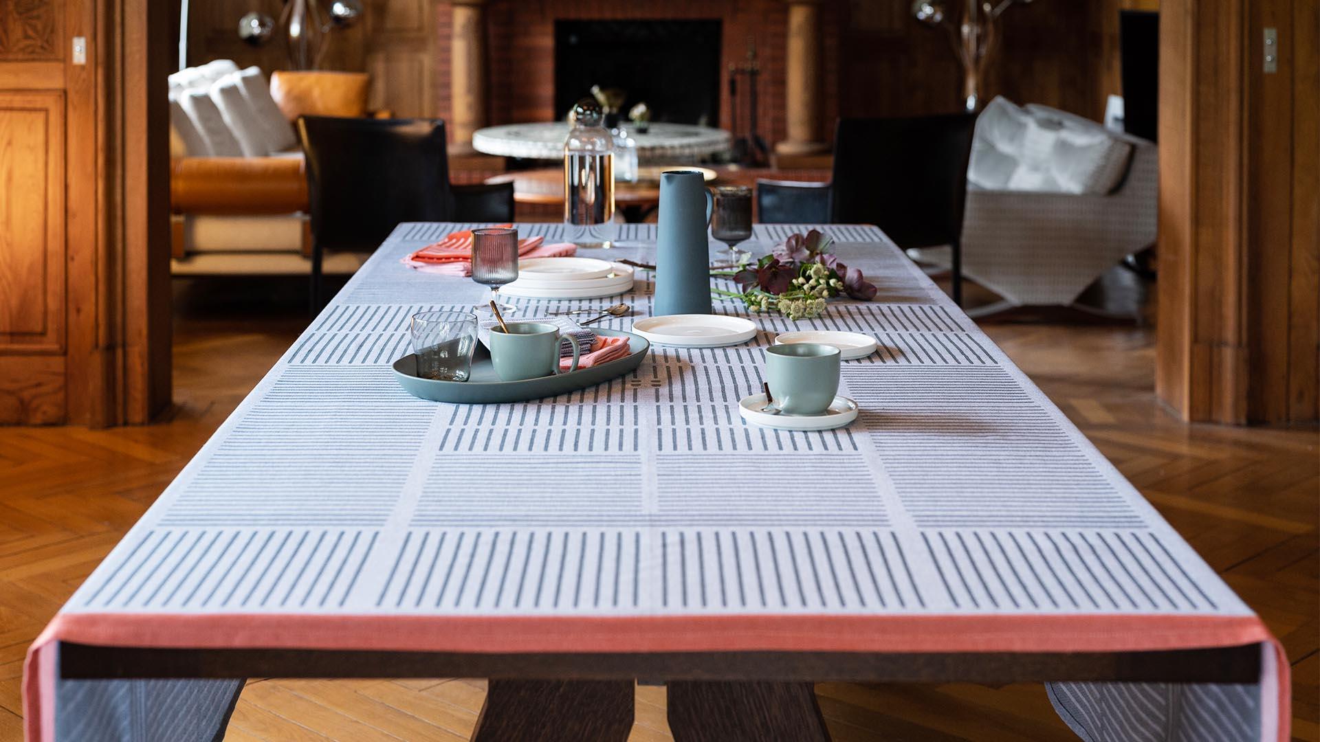 collection etxe le linge basque se réinvente avec un style contemporain pensé par le designer samuel accoceberry pour le tissage béarnais moutet