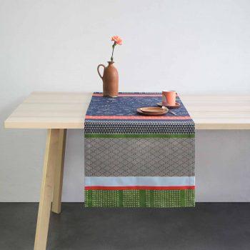 chemin de table design mini labo. Tissage jacquard fabriqué à Orthez, en béarn, dans le sud ouest. Original et coloré.